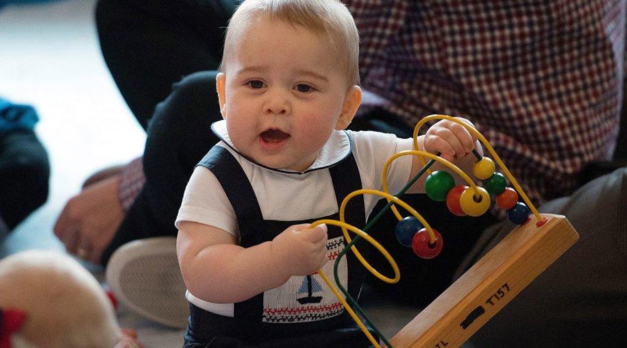 Prinz George bei einer Krabbel-Party: Wenn doch nur alle Termine so lustig wären.
