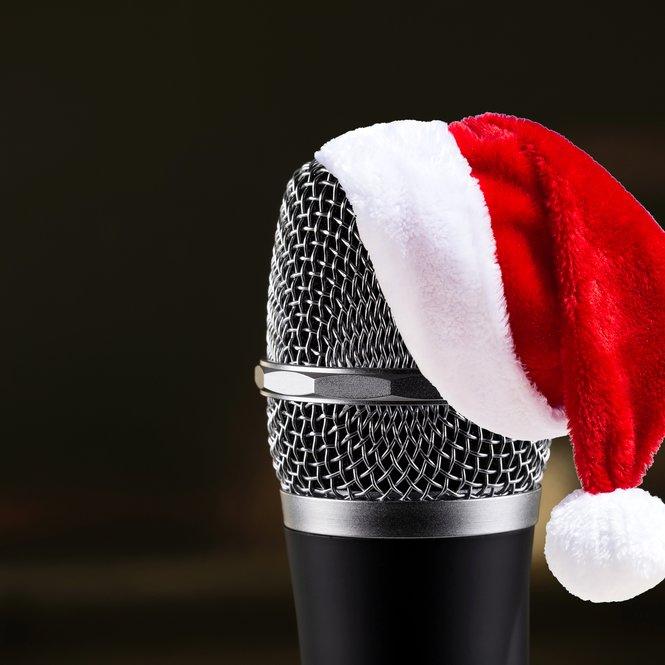 Mikrofon mit Weihnachtsmütze