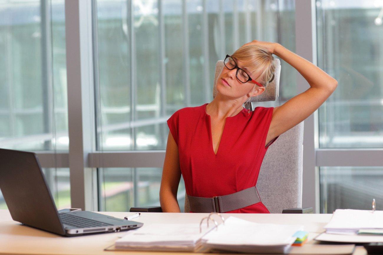 Rückenübungen Büro - Nacken dehnen
