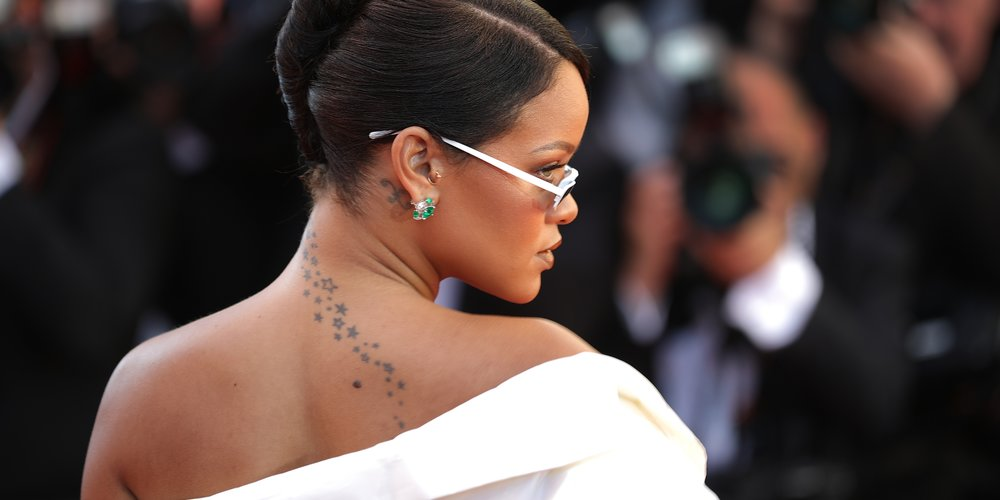 Ob Rihanna oder Justin Bieber – bei vielen Stars geht viel Tinte unter die Haut. In unserer Bildergalerie zeigen wir dir die schönsten Tattoos der Promis.