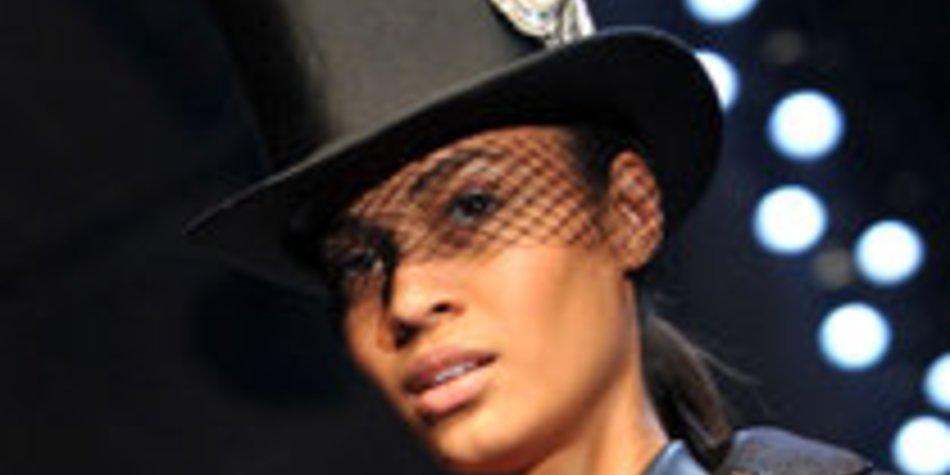 Fashion Week Paris: Hermès mit Schirm, Charme und Melone