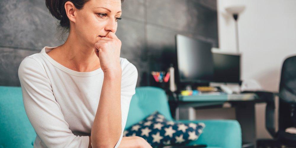 Wenn dir die folgenden 11 körperlichen und emotionalen Anzeichen bekannt vorkommen, solltest du aktiv werden, denn sie können auf ein Burn-out hindeuten.