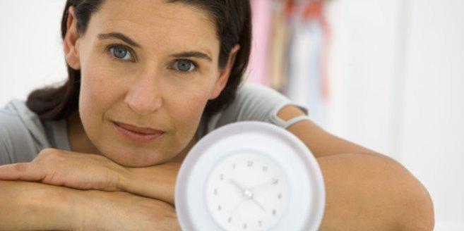 Schwanger mit 45: Frau mit Uhr.
