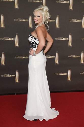 Daniela Katzenberger zeigt ihr Kleid