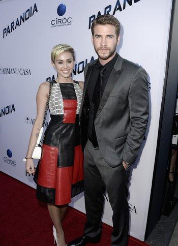 Miley Cyrus und Liam Hemsworth auf dem roten Teppich