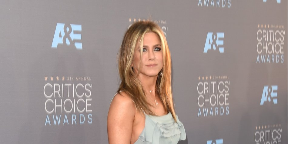 attends the 21st Annual Critics' Choice Awards at Barker Hangar on January 17, 2016 in Santa Monica, California.