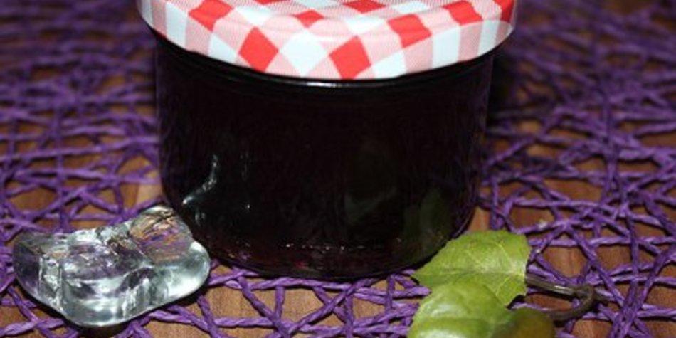 Kirsch-Sekt-Marmelade mit Vanille oder Minze