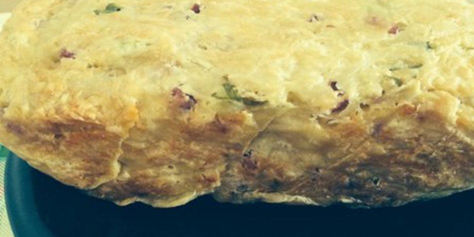 Brot mit Käse, Lauchzwiebel und Dürrfleischwürfel