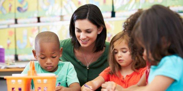 Montessori Kindergarten - Förderung für Dein Kind | desired.de