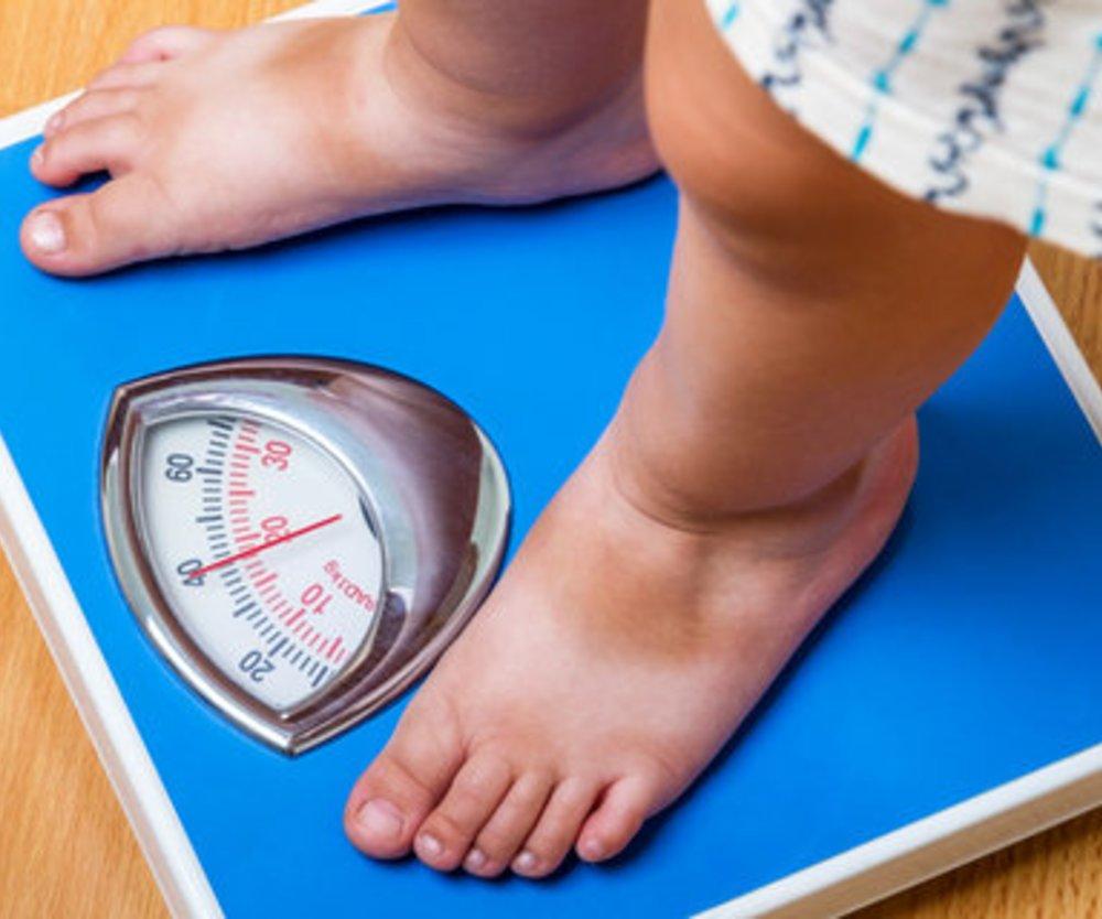 Kinder mit Übergewicht werden schlechter benotet