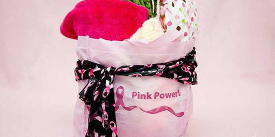 Teenager verteilt Geschenktaschen an Chemo-Patienten