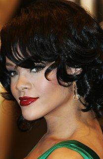 Rihanna: Schwarzer Lockenbob