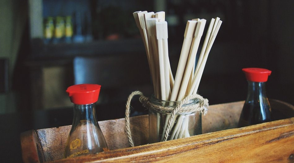 Wie isst man mit Stäbchen richtig