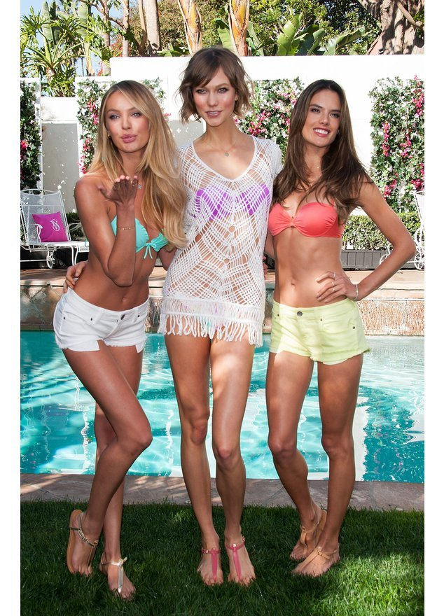 Candice Swanepoel, Karlie Kloss und Alessandra Ambrosio am Pool