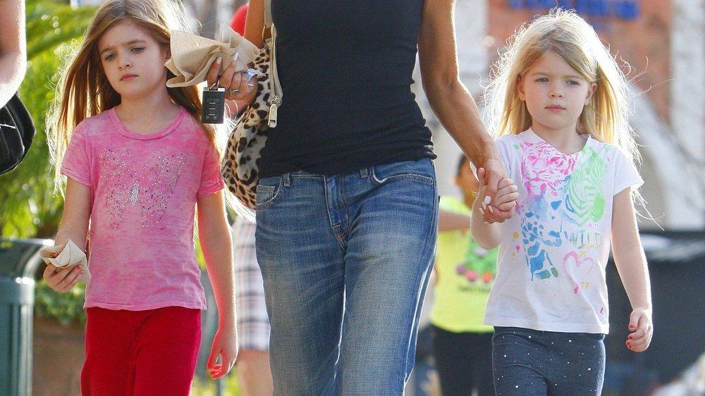 Denise Richards auf Tour mit Töchtern