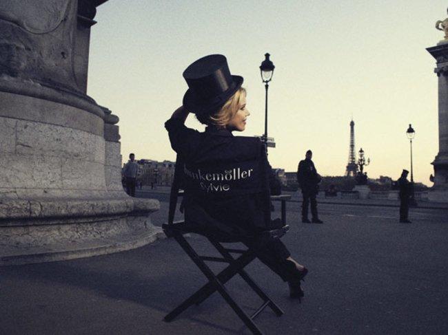 Sylvie in einem Stuhl