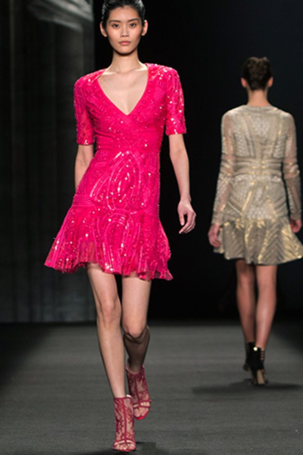 Das kleine Pinke: So stylen Sie den farbenfrohen Kleid-Klassiker ...