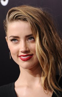 Amber Heard: Blonder Swoosh
