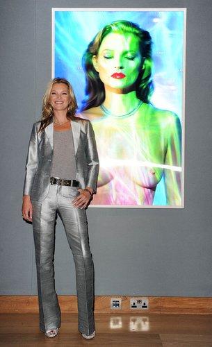 Kate Moss bei einer Galerieeröffnung