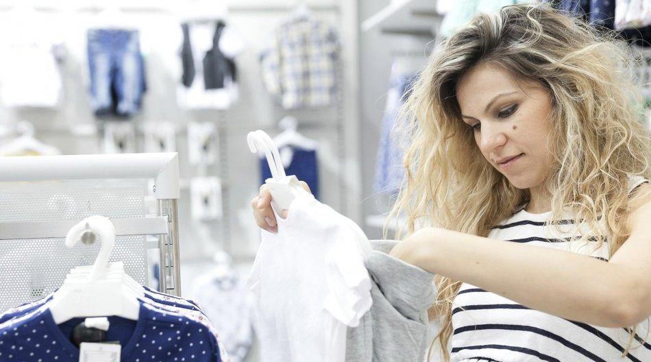 Mutter beim Einkaufen