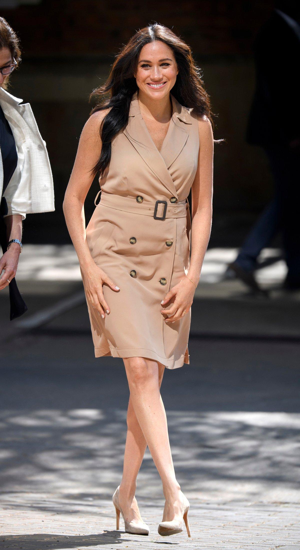 Herzogin Meghans Lieblingskleid gibt es jetzt bei H&M – für unter 40 Euro!