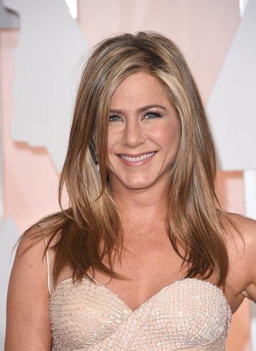 Jennifer Aniston hat bronde Haare