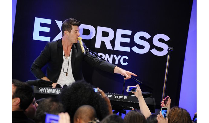 Robin Thicke beim EXPRESS Times Square Grand