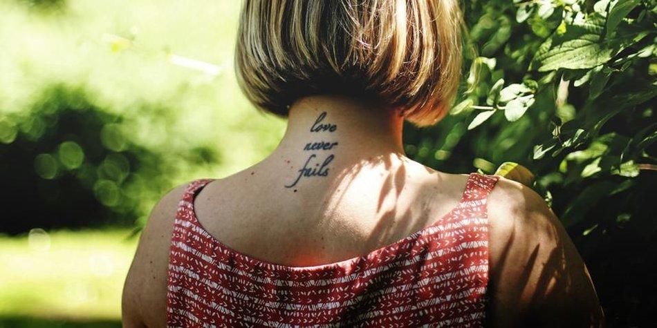 Alles Was Du über Nacken Tattoos Wissen Musst Desiredde