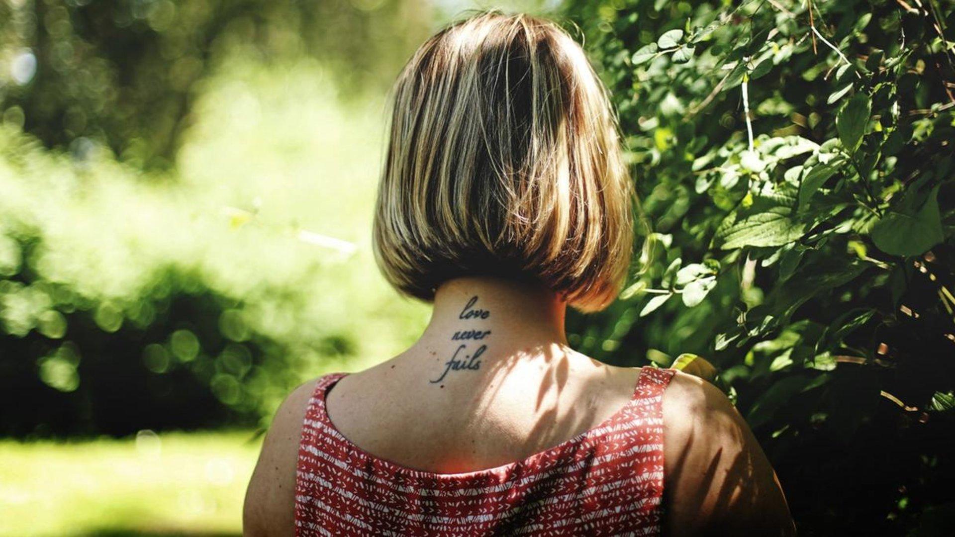 Nacken frauen tattoos für 31 Elegant
