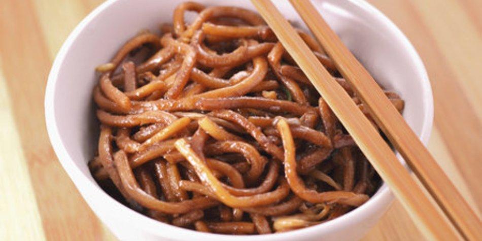Gebratene Nudeln chinesisch