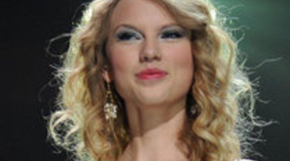 Taylor Swift im Remake von Supergirl