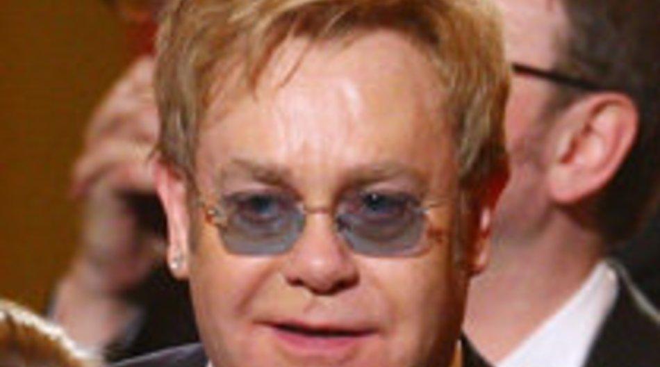 Elton John im Krankenhaus