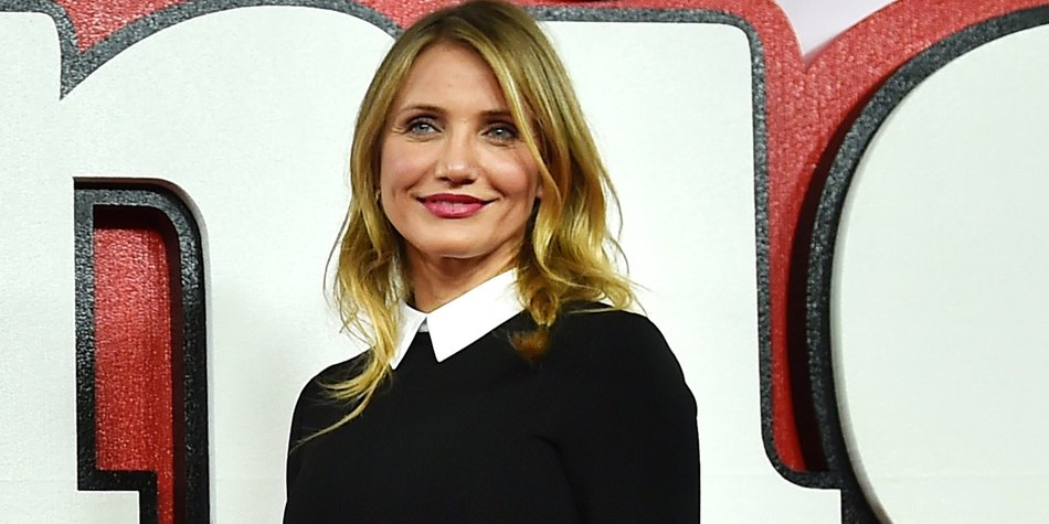 """US actress Cameron Diaz poses for pictures during a photocall for the film """"Annie"""" in central London on December 16, 2014. AFP PHOTO / BEN STANSALL (Photo credit should read BEN STANSALL/AFP/Getty Images)"""