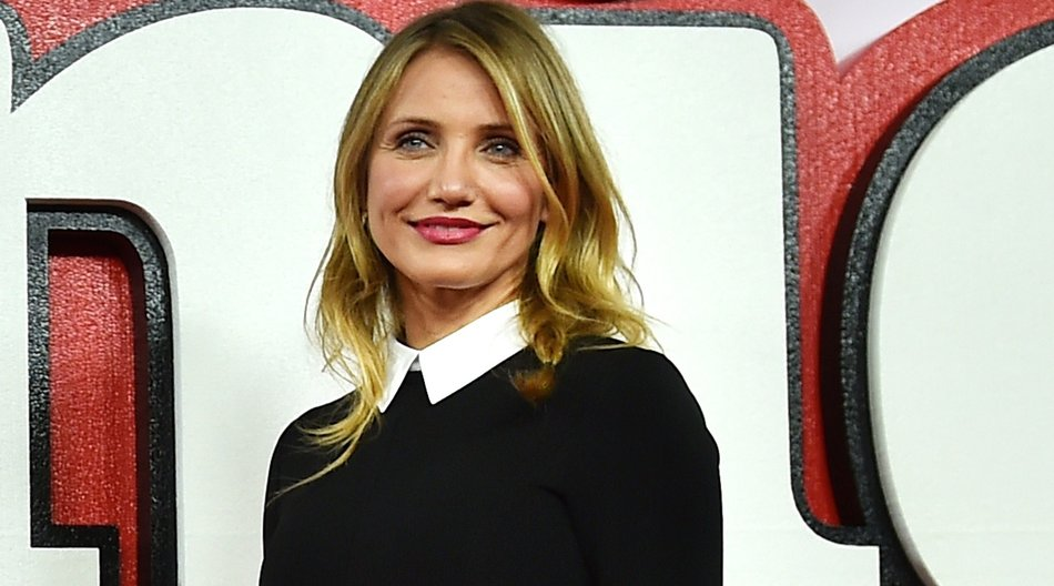 "US actress Cameron Diaz poses for pictures during a photocall for the film ""Annie"" in central London on December 16, 2014. AFP PHOTO / BEN STANSALL (Photo credit should read BEN STANSALL/AFP/Getty Images)"