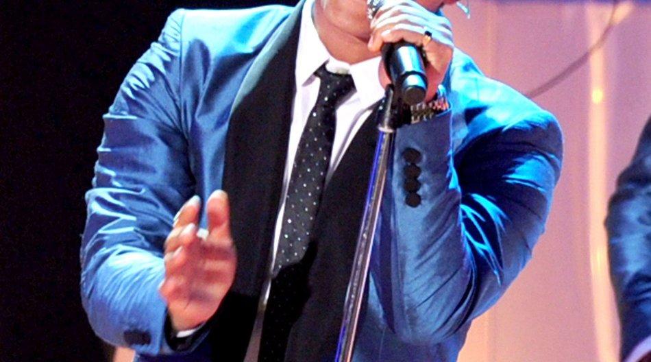 "Bruno Mars singt ""Valerie"" bei VMAs"