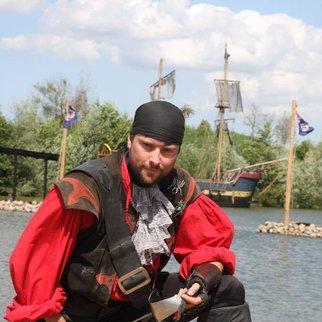 Felix von Jascheroff zeigt sich endlich als Pirat