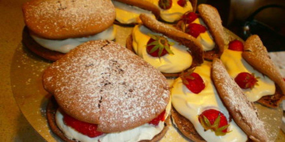 Schoko Omlette und Hamburger mit Sahne-Schmandfülle