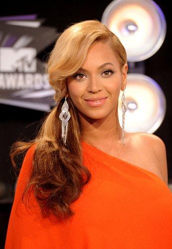 Beyonce mit Pferdeschwanz