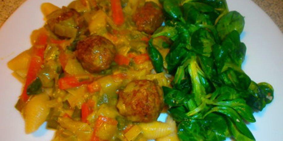 Lauch-Karotten-Currysosse zu Pasta