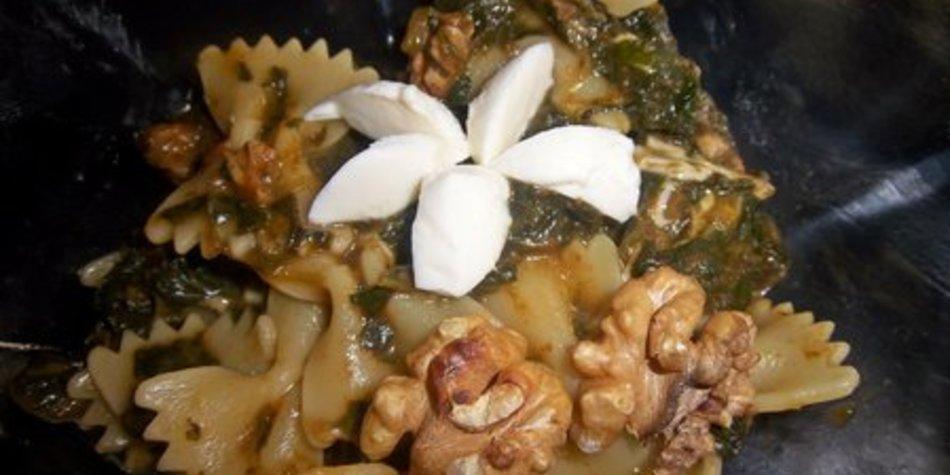 Farfalle mit Spinat- Mozarella- Walnuss- Sauce