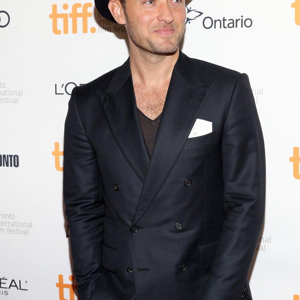 Jude Law lässt in seinem neuen Film die Hüllen fallen