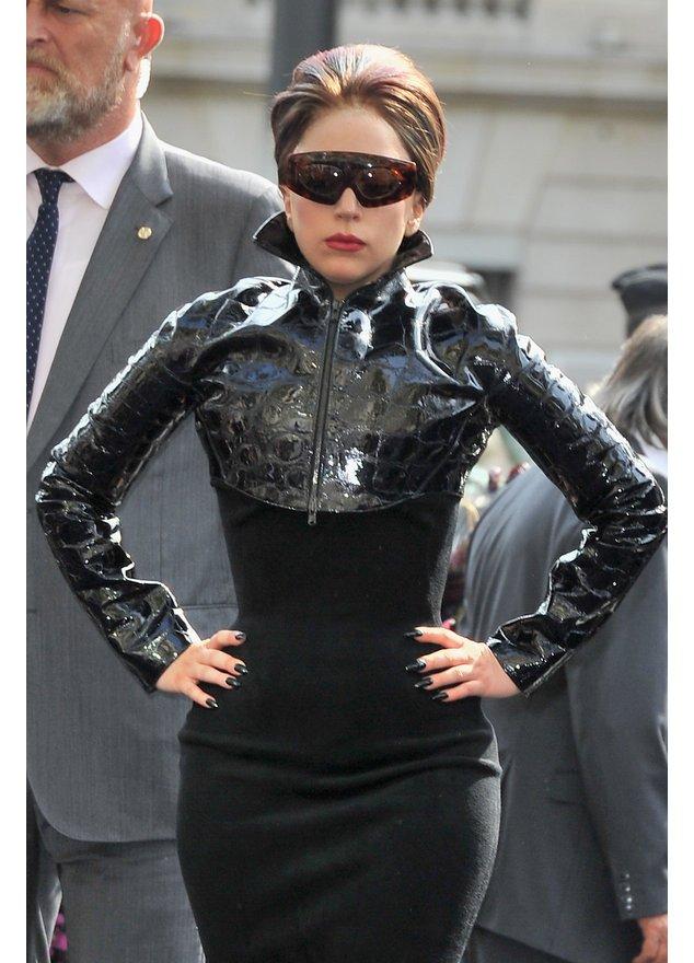 Lady Gaga stellt ihr Parfüm vor