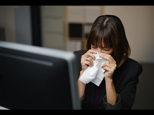 Erkältete Frau