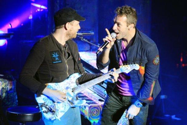 Vermutlich ist Coldplay-Sänger Chris Martin erkältet.
