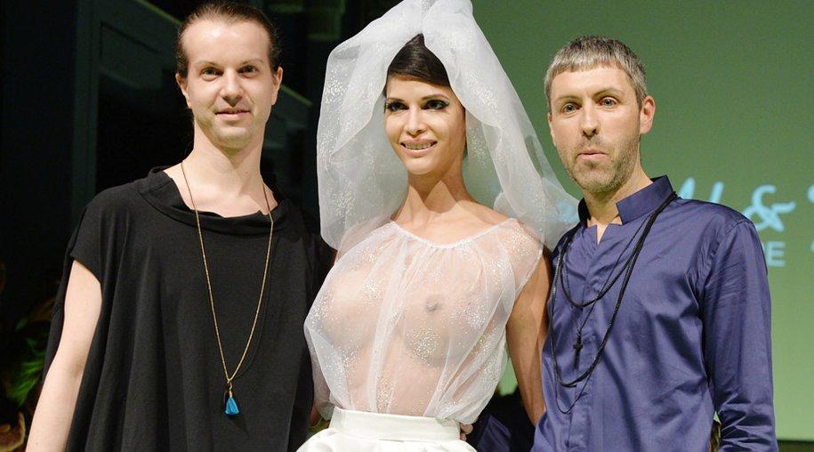 Niklas Kauffeld und Matthias Jahn gemeinsam mit Micaela Schäfer
