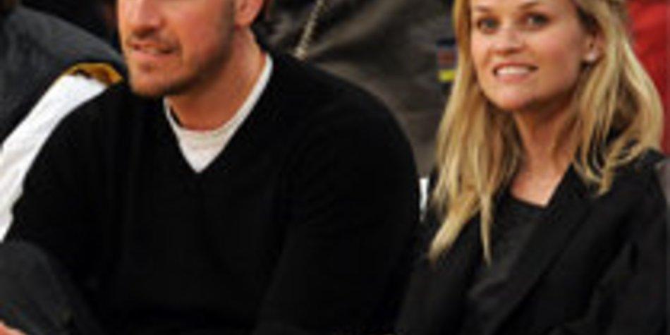 Reese Witherspoon, Jim Toth und Kinder regelmäßig in der Kirche