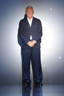 Giorgio Armani im Anzug