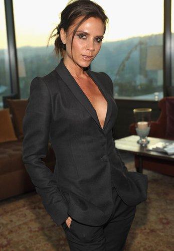 Victoria Beckham trägt einen Blazer - und sonst nichts?