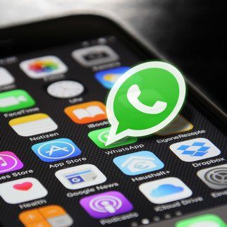 whatsapp-2105015_1920 (1)