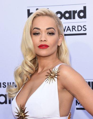 Rita Ora: Glamorous Waves